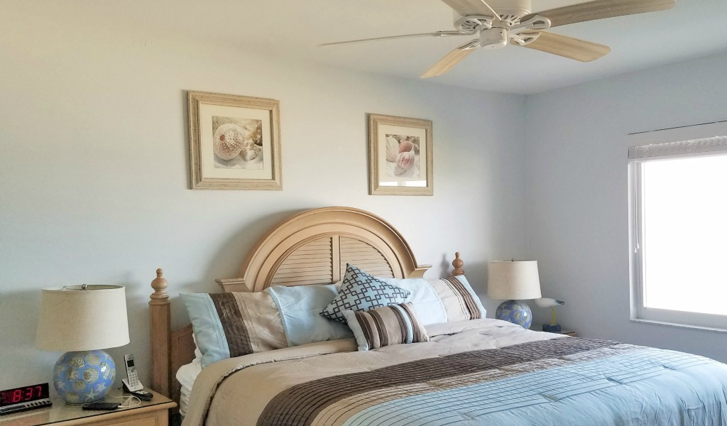 Large beachfront Master Suite with king-size pillow-top Jamison bed & direct Gulf view