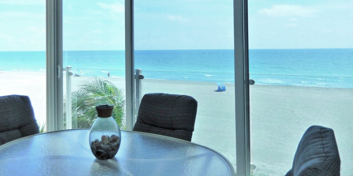 Beachfront Siesta Key Gulf Front (Oceanfront) Lanai with Floor to Ceiling Sliding Glass Panels