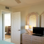 Guest Bedroom with HDTV, DVD and direct access to private Full Bath